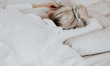 Miks kanda magades juukseid kinni ja seda just siidist patsikaga?